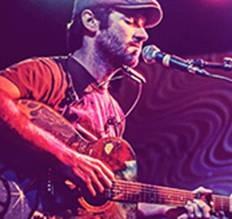 Musicien : John Craigie (guitare, voix) © photo; courtoisie