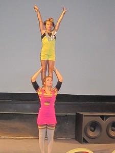 Jeunes de l'école du cirque au Cabaret du Capitole