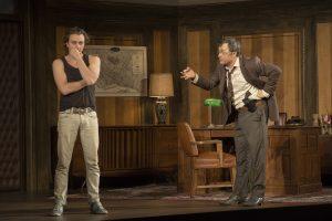 Un duel poignant entre Marc Béland, interprétant  l'Inspecteur, et Benoît McGinnis, dans le rôle d'Yves