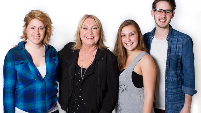 La famille Roussel entourée de Johanne Blouin© photo Karine Dufour