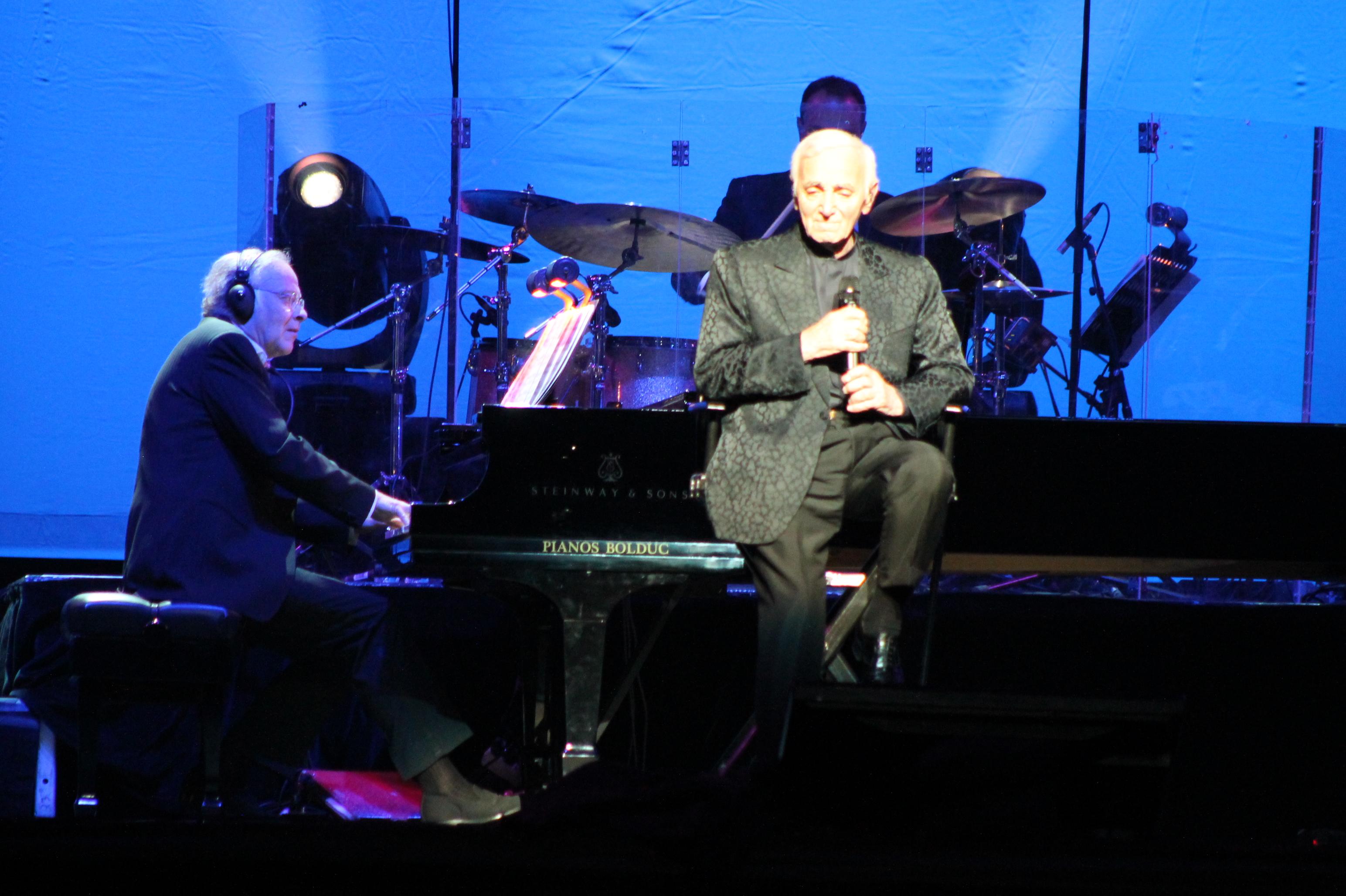 Charles Aznavour en compagnie de son pianiste Erik Berchot - 17 septembre 2014 ©Suzette Paradis