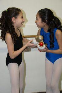 """Les deux Clara de Ballet Ouest en répétition"""". Crédit photo: Maaike Sears"""