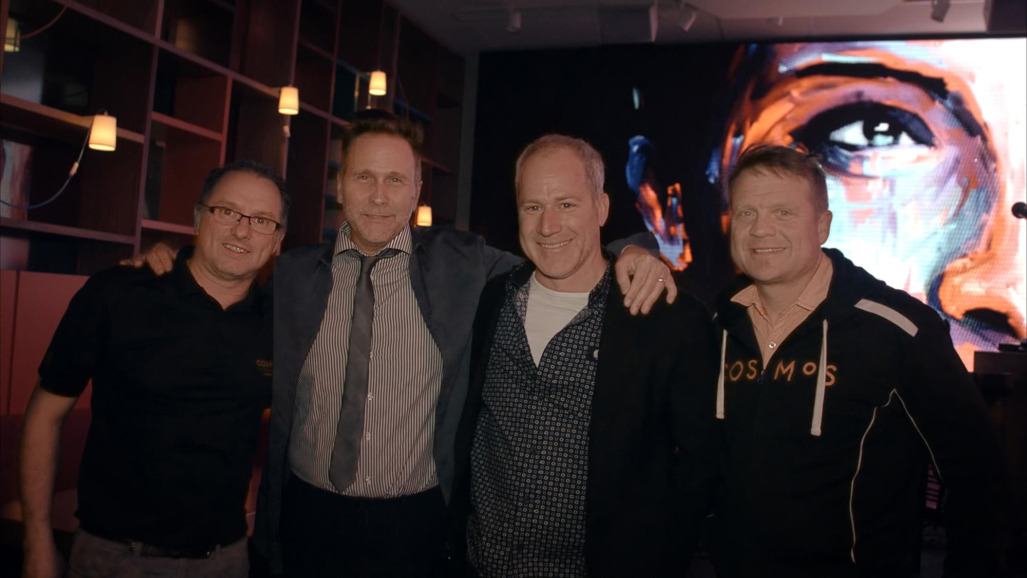 Les trois propriétaires du Cosmos, Jacques Talbot, Louis McNeil et Jean-Pierre Gagnon entourent Mister Smith (2e à gauche). ©photo: courtoisie