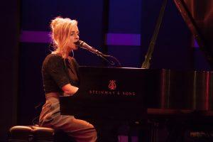 Agnès Obel au piano