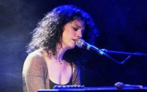Isabelle Cyr en spectacle pour le Centre Philou - 3 et 4 décembre © photo: courtoisie