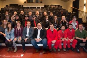 Les artistes présents accompagnent le directeur du Centre d'art La Chapelle