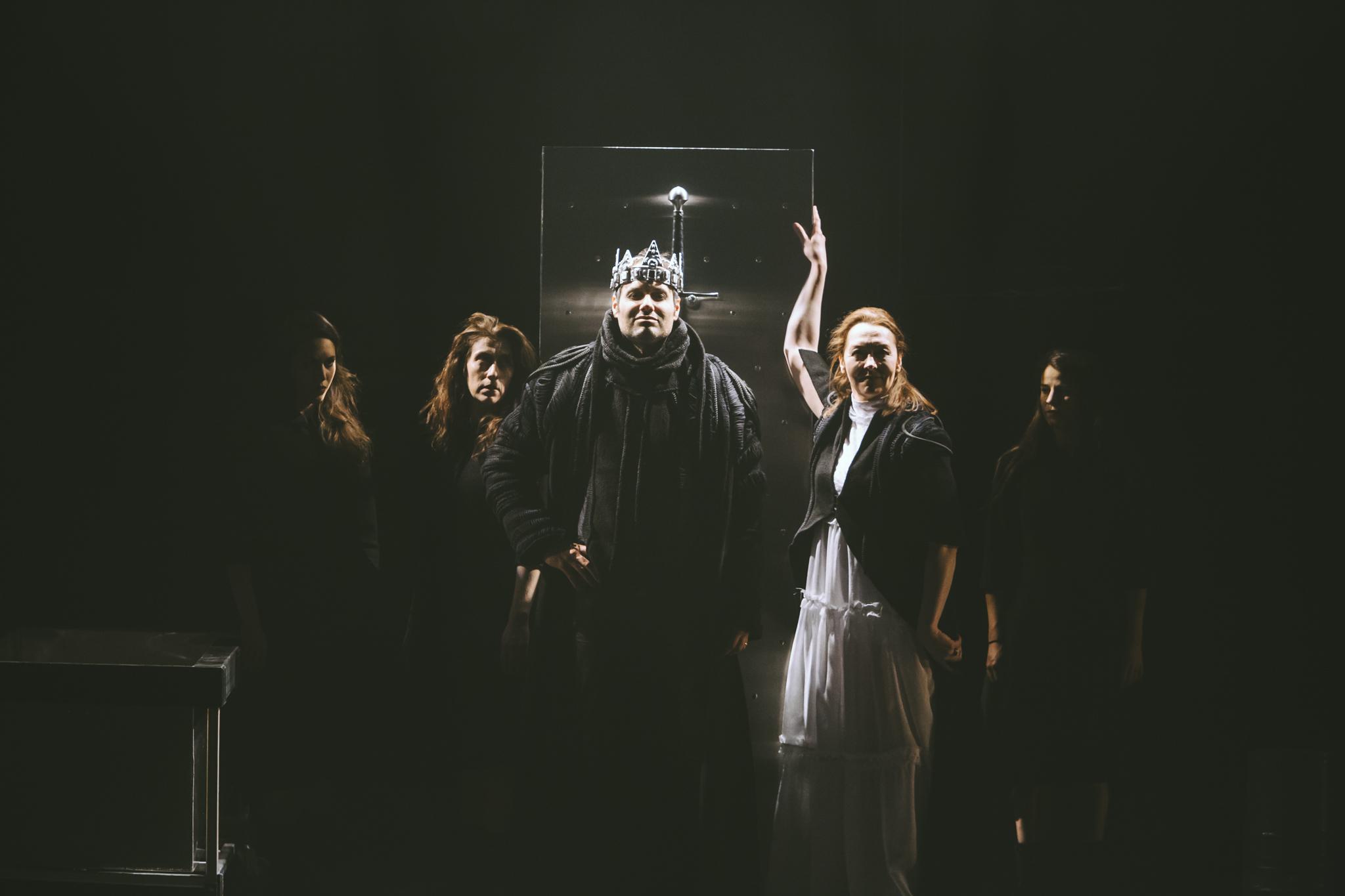 Macbeth couronné roi d'Écosse