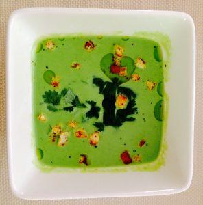 Soupe de pois verts et lait de coco, coriande