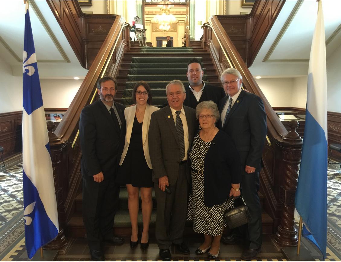 Sylvain Roy (député de Bonaventure), Véronique Parent (conjointe de P-A Méthot), François Gendron (doyen de l'Assemblée nationale, député d'Abitibi-Ouest pour le Parti québécois), P-A Méthot, Desneiges Méthot (mère de P-A Méthot) et Gaétan Lelièvre (député de Gaspé).