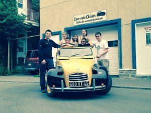 L'équipe du Lave-Auto Chénier: devant debout: Jonathan, Marc-André. Derrière: Jordan, Sylvain, Michel Lavoie, propriétaire, Sylvie et Nadia.   © photo: courtoisie