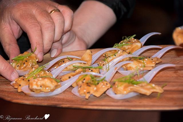 le hunan (raviolis au poulet sauce arachides)