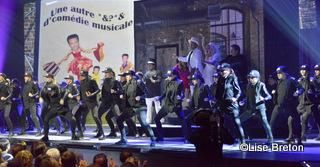 Le numéro d'ouverture avec la comédie musicale et le groupe de danse DM