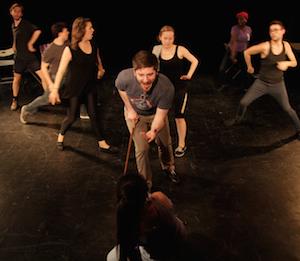 Jonathan Patterson (Terrence,) avec les danseurs