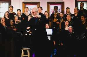 Bob Bachelor dirige le Lyric Theatre Singers