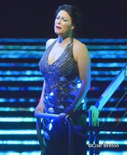 Erin Wall dans le rôle de Clémence - comtesse  de tripoli (
