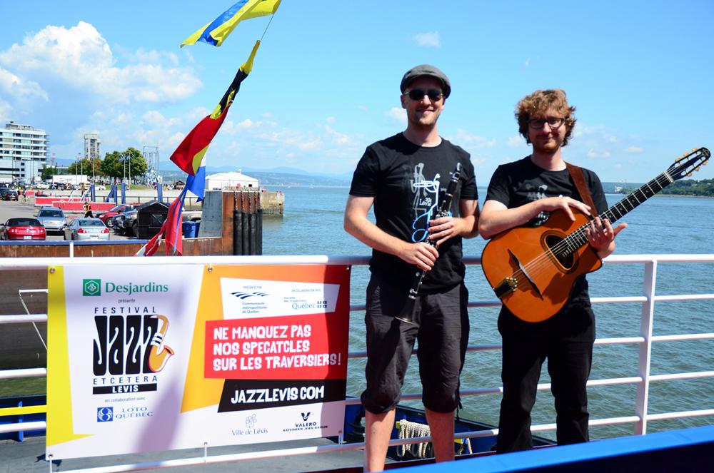 Musiciens bateau traversier © photo: Jocelyn Gagné