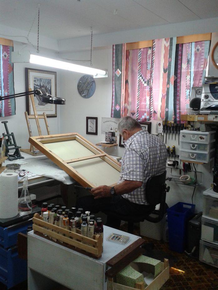 Paul-René Duchesne dans son atelier
