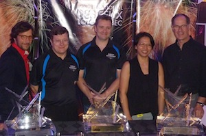 Les gagnants de l'International des Feux Loto-Québec: Joseph Couturier (France), John Arnold et Andrew Wiggins (Angleterre), Cindy Cheung et John Werner (Hong Kong, Chine)