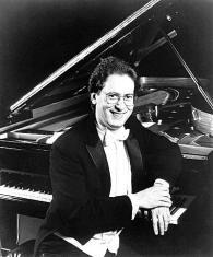 le pianiste et chef Robert D. Levin