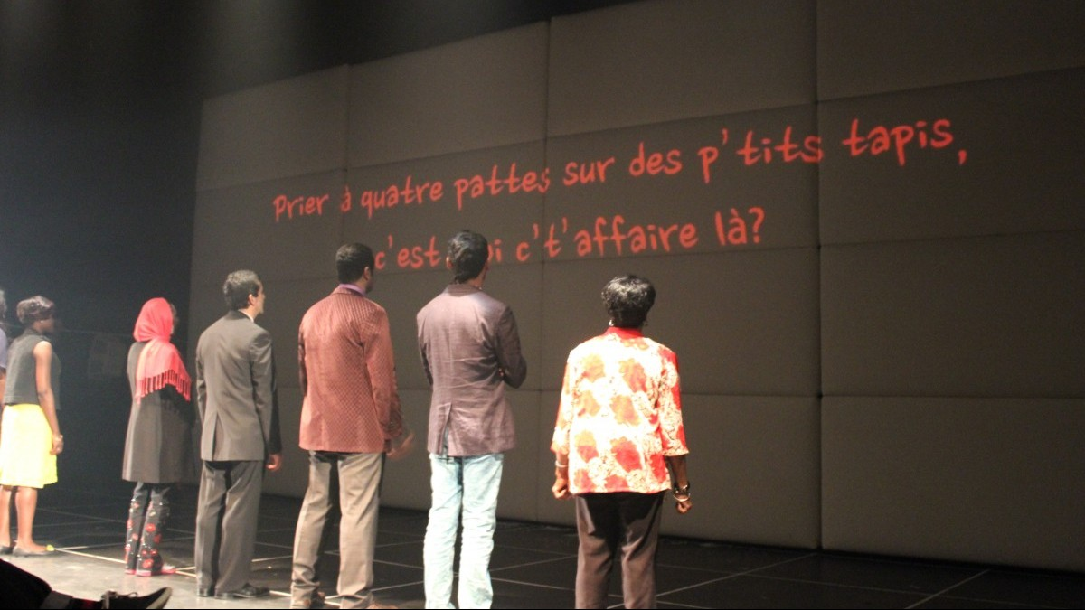 Le groupe récitant des phrases  © photo: Olivier Choinière