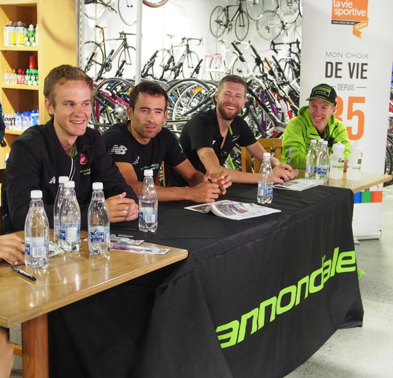 Nathan Brown, Janier Acevedo, Ryder Hesjedal et Tom-Jelte Slagter de l'Équipe Garmin Cannondale en séance de signatures à La Vie Sportive. © photo: courtoisie