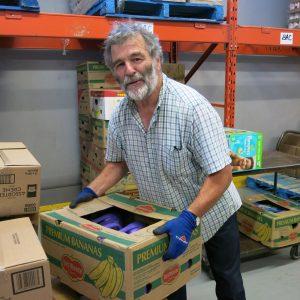 Monsieur Gilles Gagnon, bénévole au centre de distribution de Moisson Québec.
