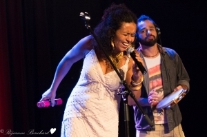 Flavia Nascimento  un de ses  musiciensl