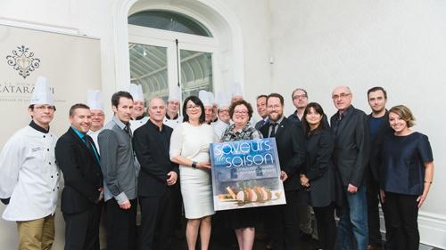 L'équipe des chefs accompagnée de l'équipe de production du livre. Crédit photo : CCNQ, Francis Fontaine