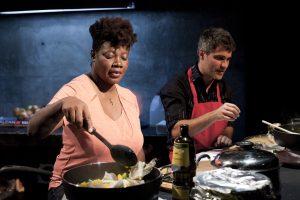Marie-Louise Bibish Mumbu et Philippe Ducros cuisinent photo David Ospina