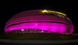 Centre Vidéotron rose