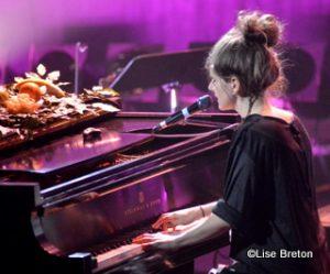 Klô Pelgag au piano
