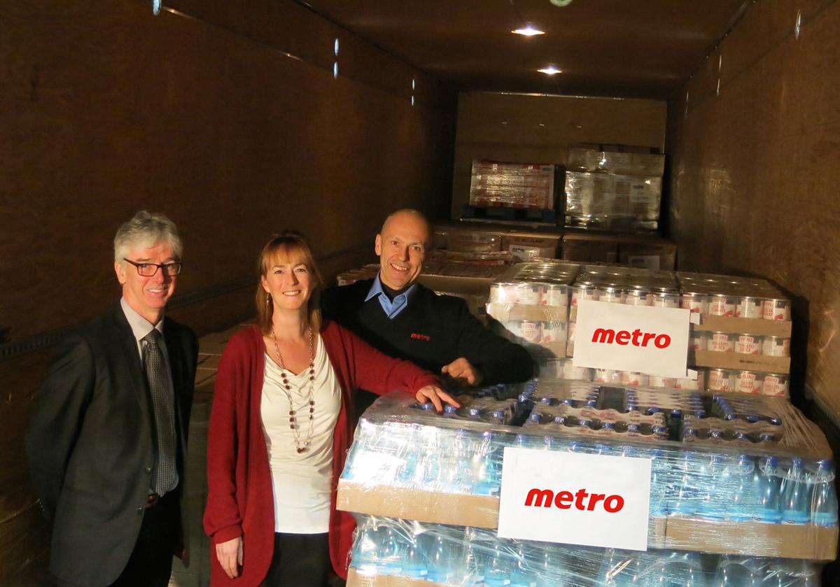 Guy Turcotte, directeur des opérations chez Metro; Élaine Côté, directrice générale de Moisson Québec et Réjean Faucher, camionneur Metro.