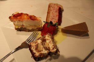 tiramisu, gâteau au fromage, tarte au sucre et gâteau à la mousse de framboises