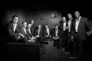 Le groupe a cappella Straight No Chase