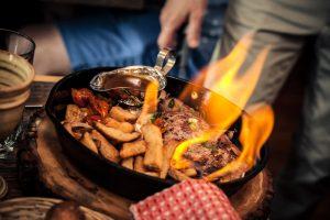 le Steak à Simard, flambé au cognac… flambé à la table Crédit : Marc-Éric Baillargeon