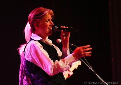 David Brighton pour l'hommage à David Bowie