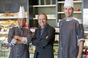 Gilbert Vieux-Fort, Chef de production cuisine, Jean-Claude Crouzet, Directeur général des Cafés Boulangeries Paillard et Yves Marie Rolland, Pâtissier en chef de Paillard