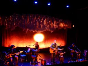 Richard Séguin avec ses musiciens au Théâtre Petit Champlain