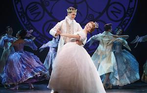 Hayden Stanes (prince Topher) et Tatyana Lubov (Cinderella)