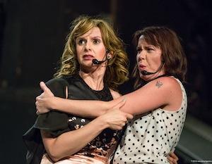 Émilie Josset et Pascale Montreuil dans «Backstage»