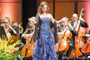 La chanteuse soprano, Jennifer Davison