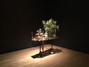 Oeuvre de Claudie Gagnon - Nature morte aux fleurs avec fromage (2017)