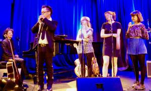 Philippe Bourque au piano, Keith Kouna, Rose Mary Mc-Comeau, Lou-Adrianne Cassidy, Marianne Poirier