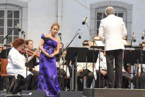 La mezzo-soprano Julie Bouliane, Stéphane Laforest et une partie de la Sinfonia