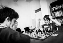 Pourquoi apprendre aux enfants à jouer aux échecs?