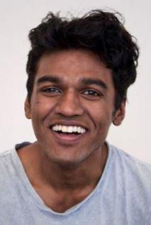 Amesh Edireweera dans le rôle d'Aday Chowdhury